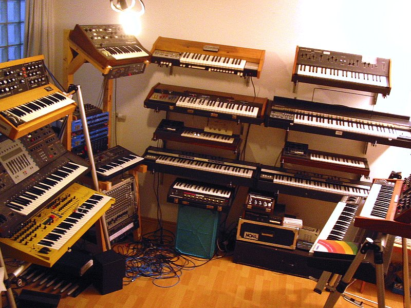 Qwave 2005/2006 synth room